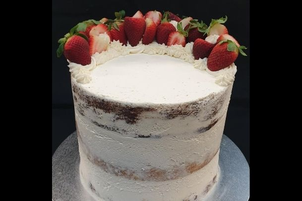 custom cakes buttercream with strawberry