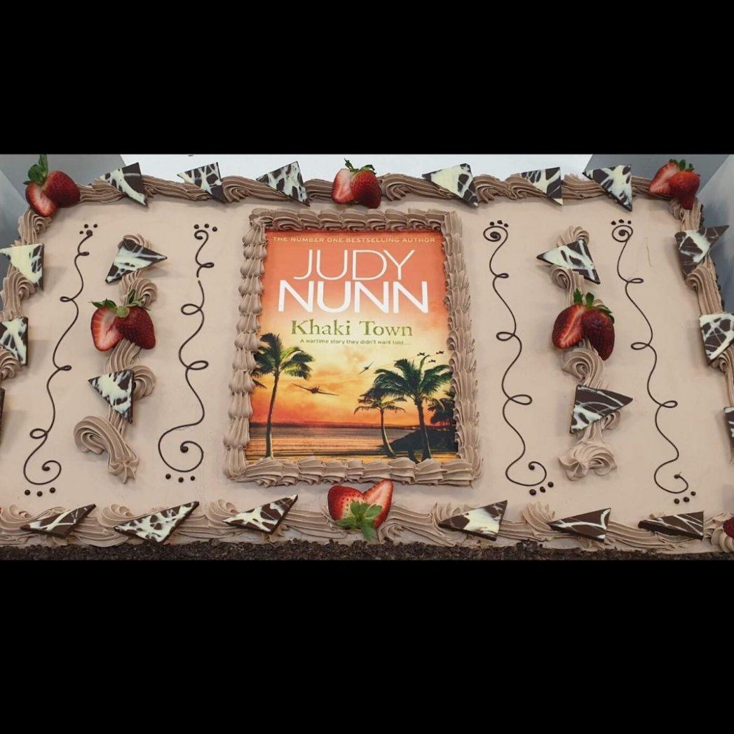 custom cakes book brisbane